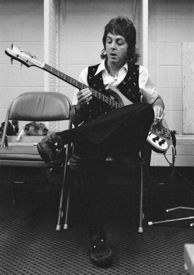 Paul_McCartney_Playing_Bass